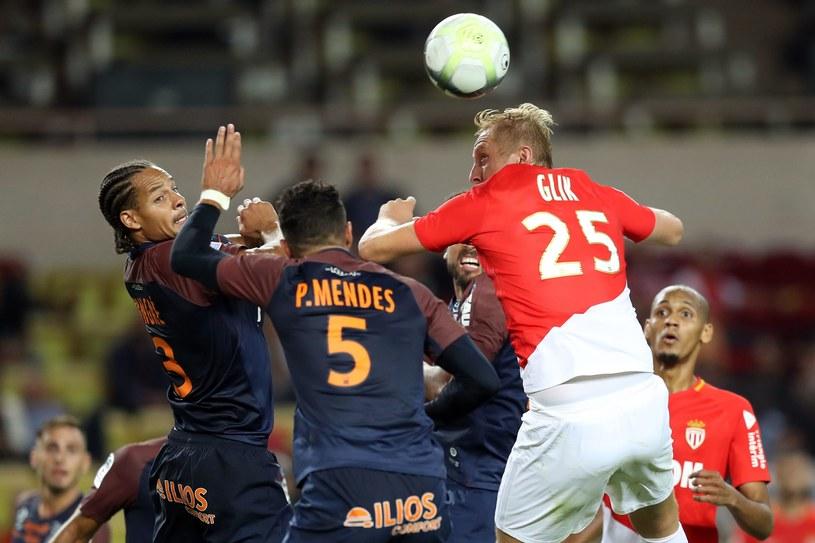 Kamil Glik w walce z piłkarzami Montpellier /AFP
