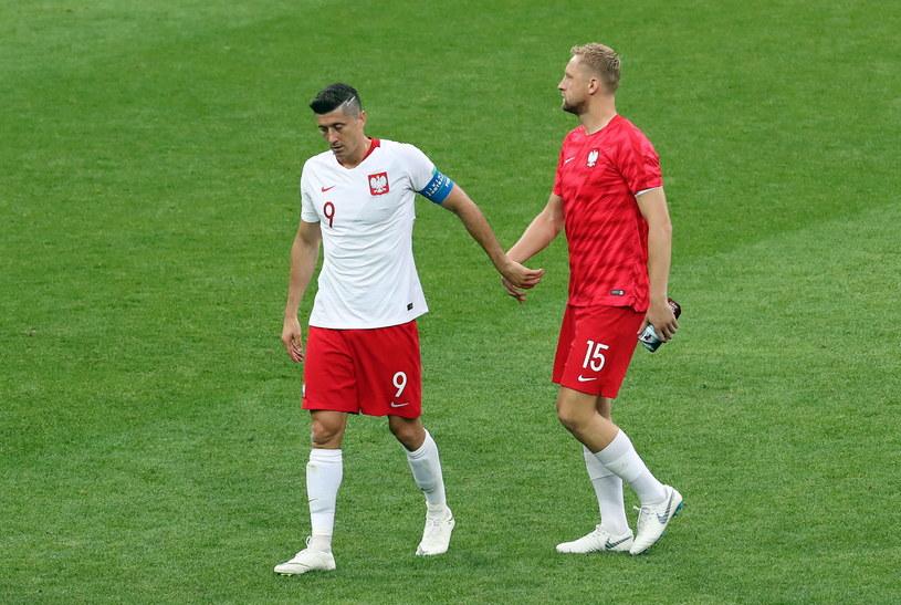 Kamil Glik (z prawej) i Robert Lewandowski po meczu z Senegalem /PAP/EPA