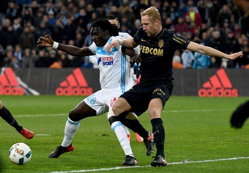 Kamil Glik (z prawej) w meczu z Olympique Marsylia /AFP