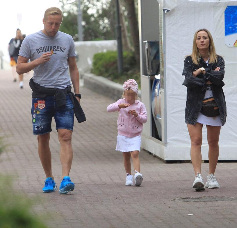Kamil Glik z żoną Marta i córką Victorią /Artur Hojny /East News