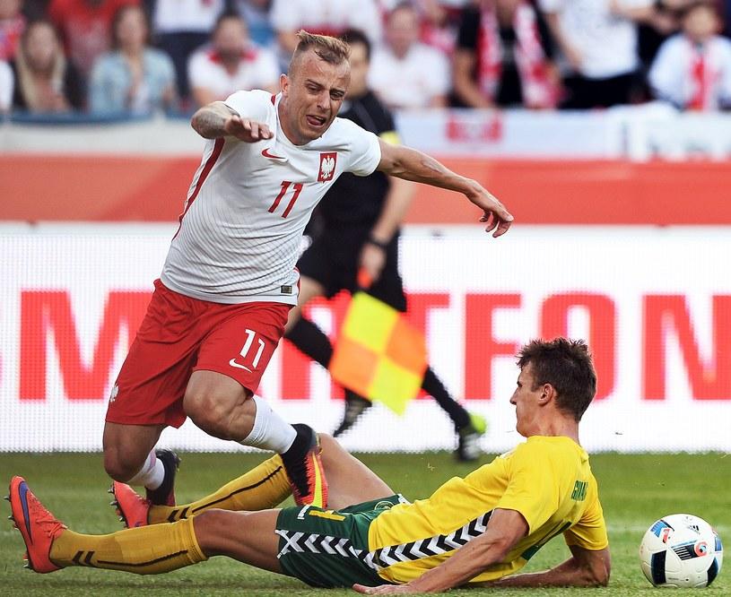 Kamil Grosicki doznał kontuzji w meczu z Litwą /AFP