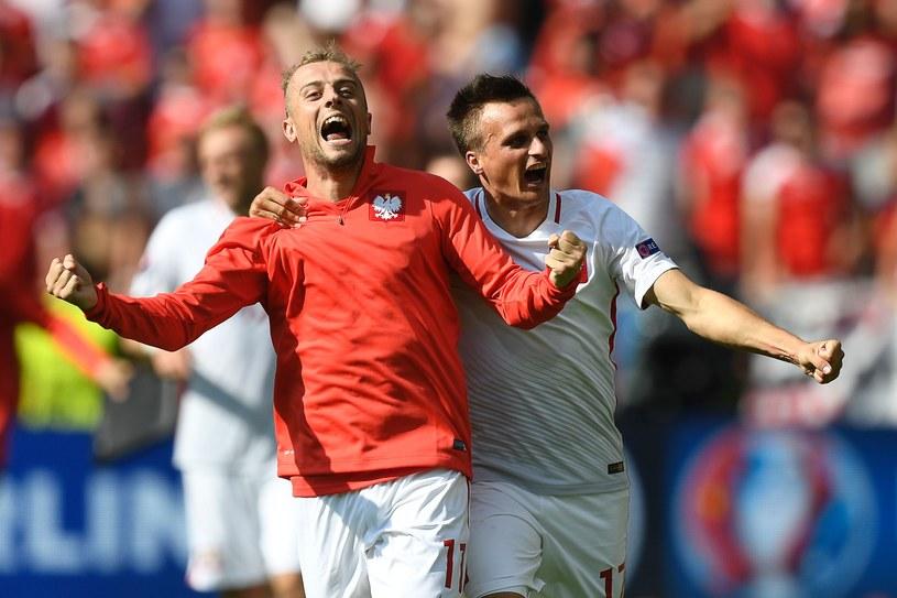 Kamil Grosicki i Sławomir Peszko cieszą się z awansu do ćwierćfinału Euro 2016 /AFP