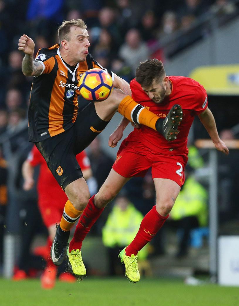 Kamil Grosicki w walce z Adamem Lallaną z Liverpoolu /Nigel Roddis /Getty Images