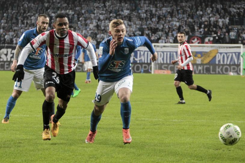 Kamil Jóźwiak (niebieska koszulka), ze Słowacją zagrał 84 minuty /Piotr Skórnicki /