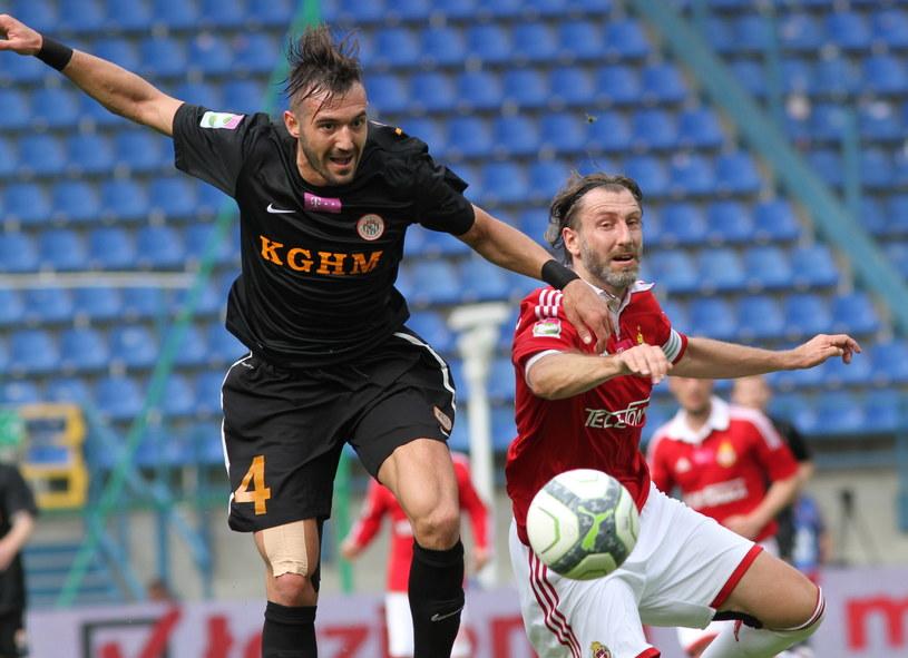 Kamil Kosowski (z prawej) rozegrał swój ostatni mecz w barwach Wisły /fot. Jacek Bednarczyk /PAP