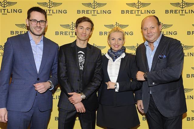 Kamil Stoch (2. z lewej) podczas podpisania umowy z Breitling. /INTERIA.PL