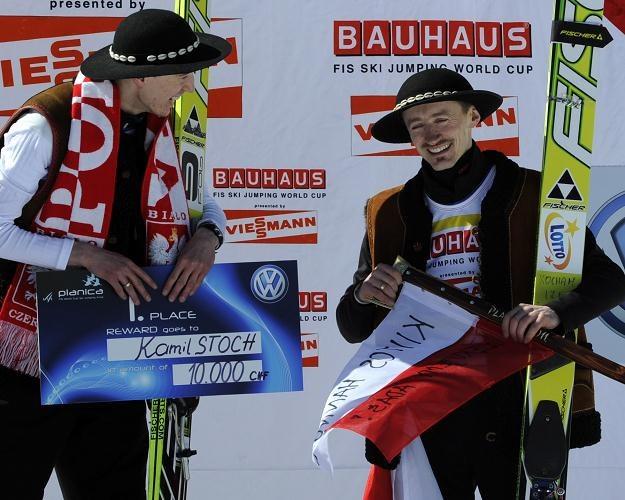 Kamil Stoch i Adam Małysz na podium w Planicy Fot. Grzegorz Momot /PAP