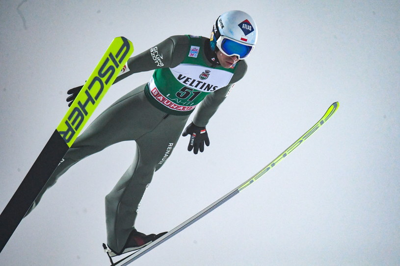Kamil Stoch nie zaliczy niedzielnego występu w Lahti do udanych /PAP/EPA