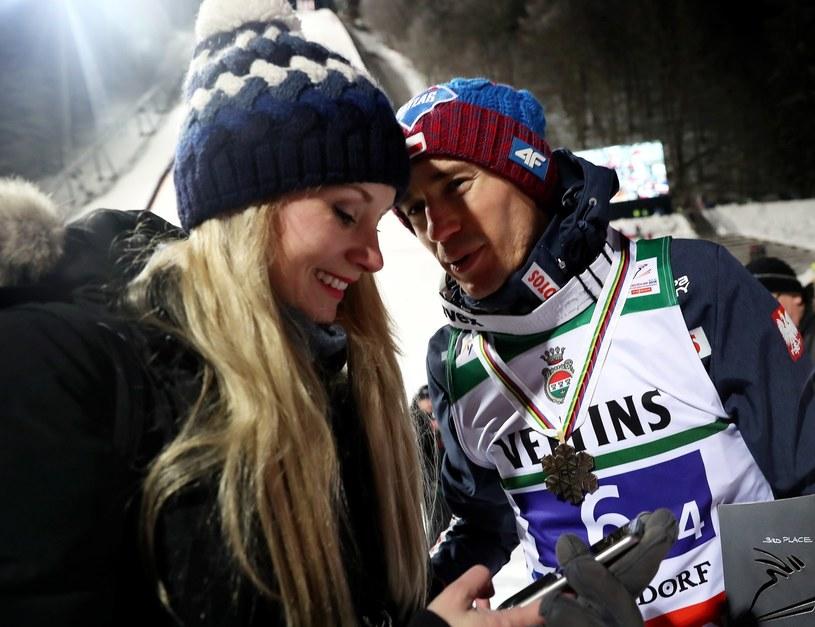 Kamil Stoch (P) z żoną Ewą Bilan-Stoch / Grzegorz Momot    /PAP
