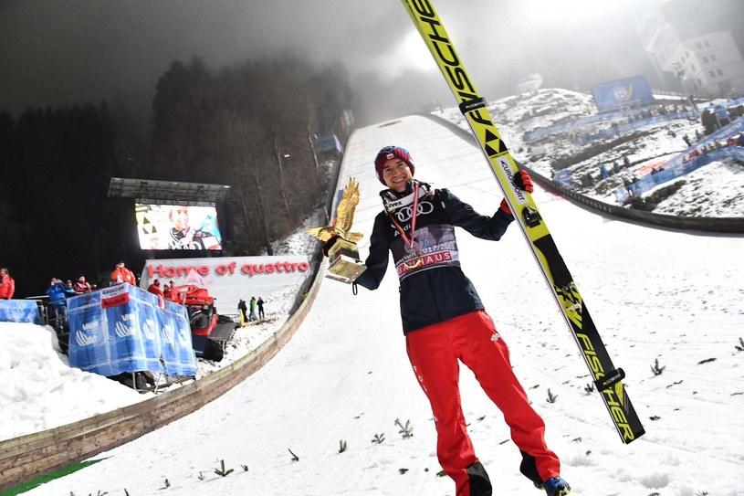 Kamil Stoch po zwycięstwie w Turnieju Czterech Skoczni 2018 /AFP