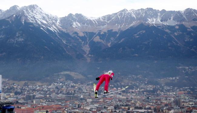 Kamil Stoch podczas kwalifikacji przed konkursem 64.Turnieju Czterech Skoczni w Innsbrucku /Grzegorz Momot /PAP