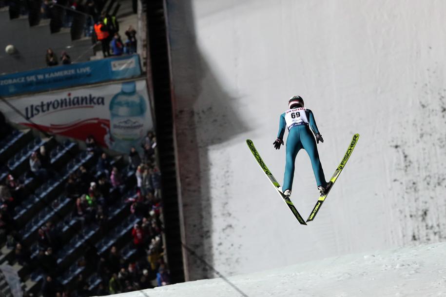 Kamil Stoch podczas serii treningowej przed zawodami Pucharu Świata w skokach narciarskich / Grzegorz Momot    /PAP