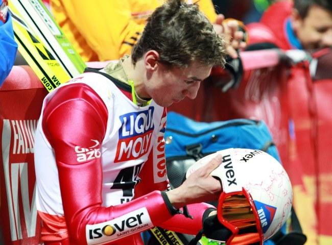 Kamil Stoch podczas skoków na skoczni HS-100 w mistrzostwach świata w narciarstwie klasycznym w szwedzkim Falun /Grzegorz Momot /PAP