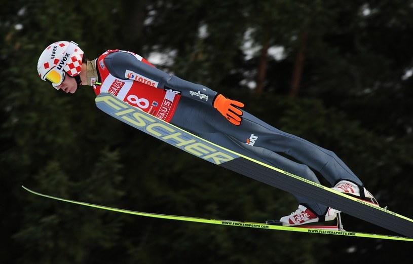 Kamil Stoch podczas ubiegłorocznej rywalizacji w Titisee-Neustadt /AFP