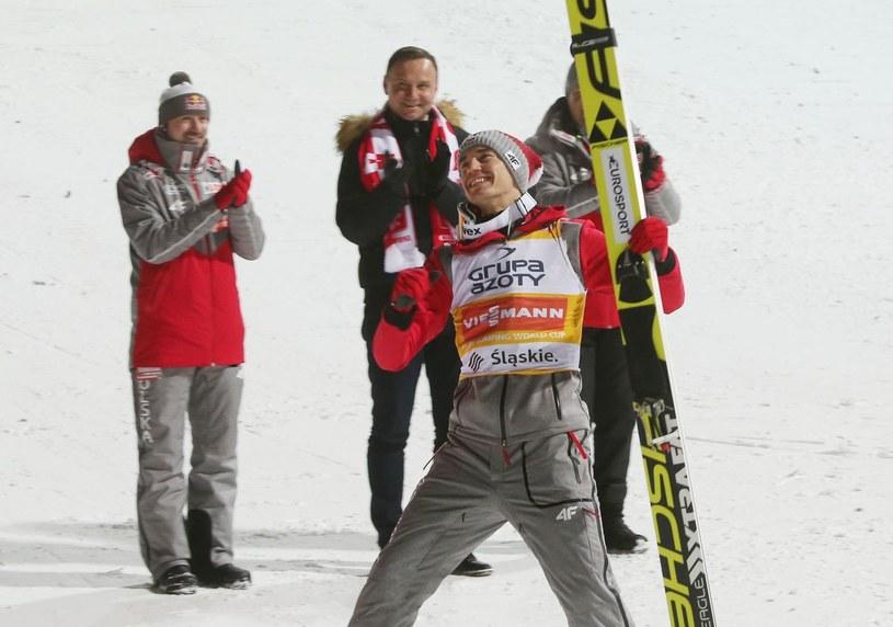 Kamil Stoch triumfuje na skoczni w Wiśle w styczniu tego roku /AFP