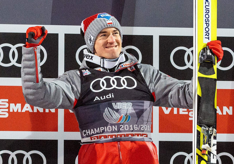Kamil Stoch triumfuje /AFP