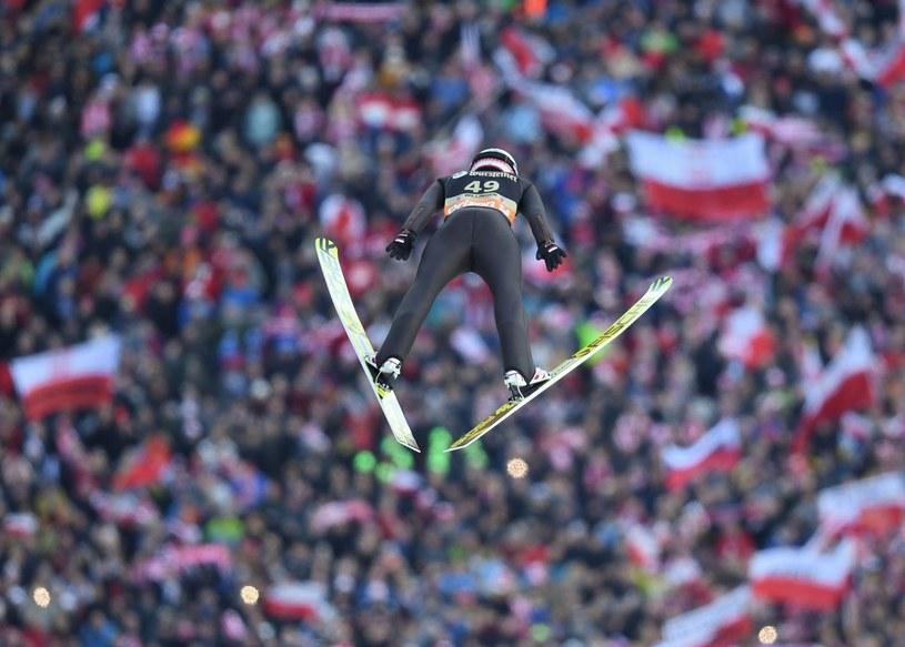 Kamil Stoch w locie /AFP