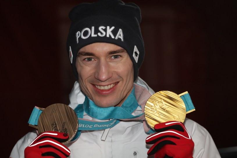 Kamil Stoch  z dwoma medalami olimpijskimi / Grzegorz Momot    /PAP