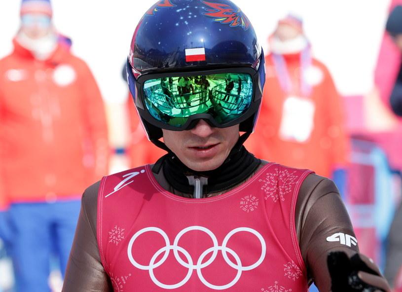 Kamil Stoch z efektownym kaskiem przywiezionym do Pjongczangu. / Grzegorz Momot    /PAP