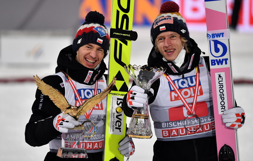 Kamil Stoch (z lewej) i Dawid Kubacki stanęli na podium 69. Turnieju Czterech Skoczni! /PAP