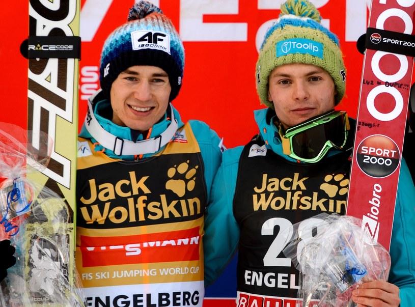 Kamil Stoch (z lewej) i Jan Ziobro - skoczkowie dawali nam wiele powodów do radości /AFP