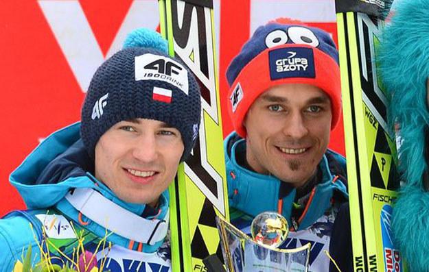 Kamil Stoch (z lewej) i Piotr Żyła /AFP