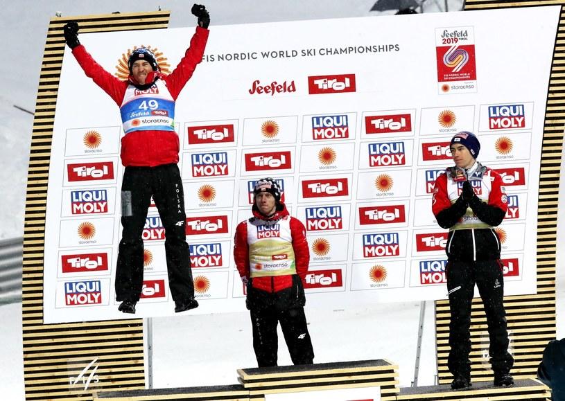 Kamil Stoch (z lewej) na podium MŚ / Grzegorz Momot    /PAP