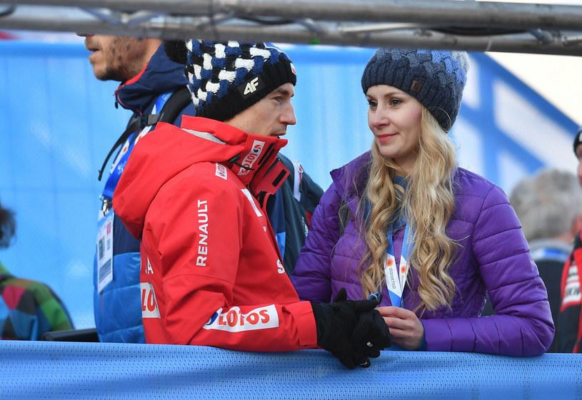 Kamil Stoch z żoną Ewą Bilan-Stoch /JOE KLAMAR /East News