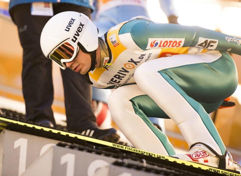 Kamil Stoch zdecyduje się skakać mimo bólu w kostce? /AFP