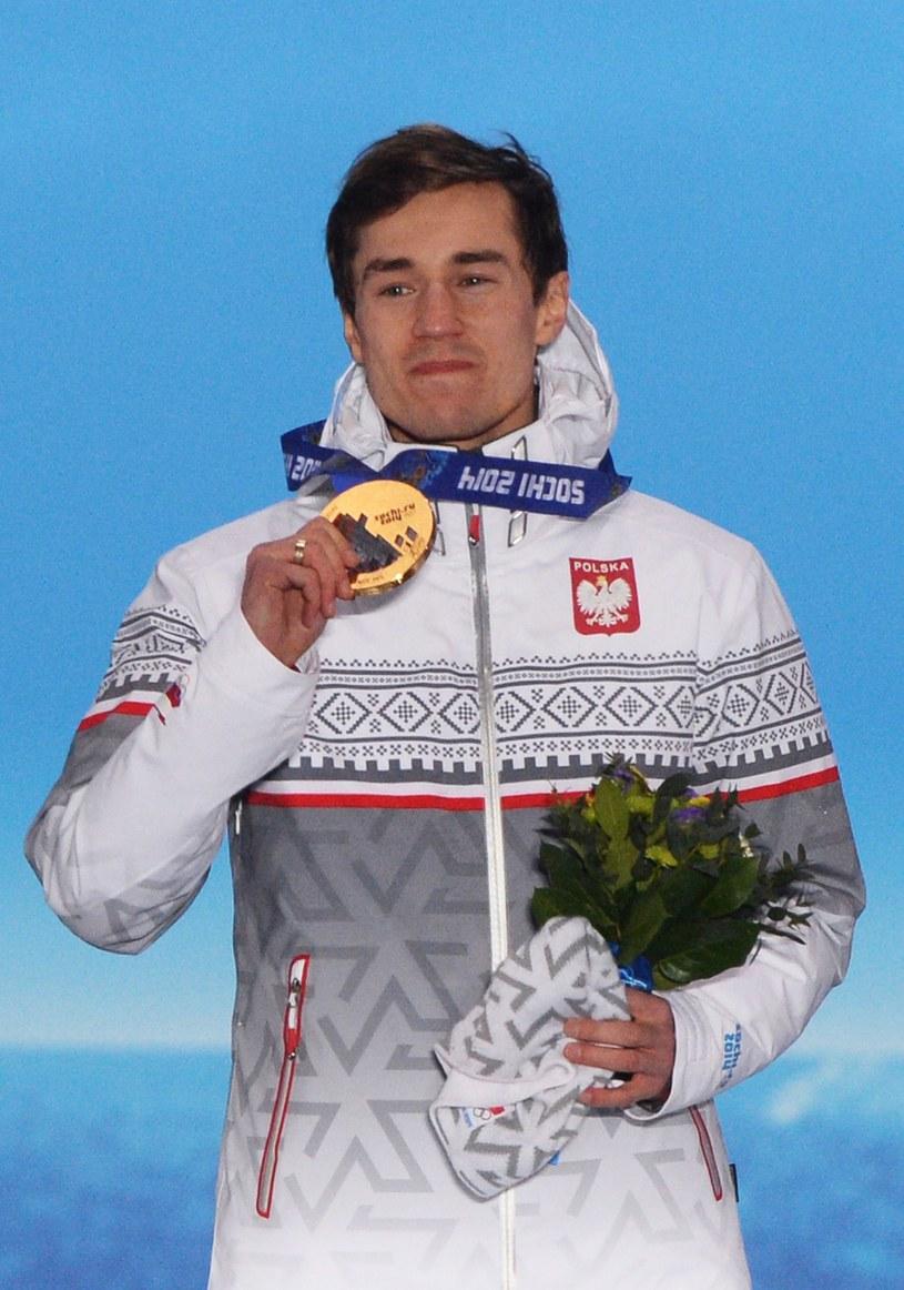 Kamil Stoch zdobył dwa złote medale na zimowych igrzyskach olimpijskich w Soczi. /AFP