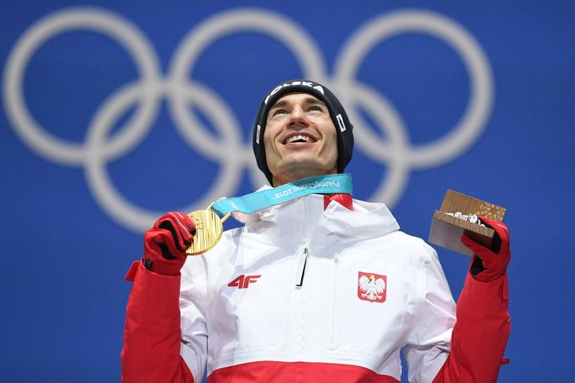 Kamil Stoch ze złotym medalem olimpijskim /AFP