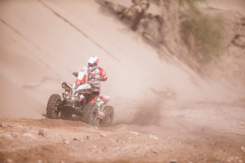 Kamil Wiśniewski jest coraz wyżej w klasyfikacji Rajdu Dakar /Informacja prasowa