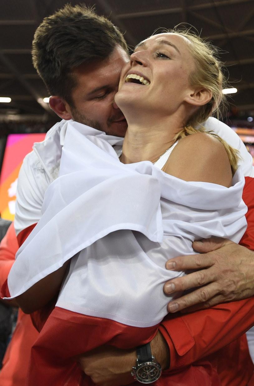Kamila Lićwinko z mężem i trenerem Michałem Lićwinko /FRANCK ROBICHON /PAP/EPA