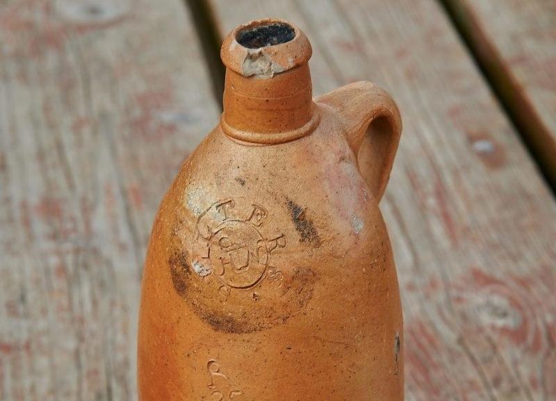Kamionkowa butelka zawiera 14-procentowy alkohol. Można go wypić, nie ryzykując zdrowiem /PAP