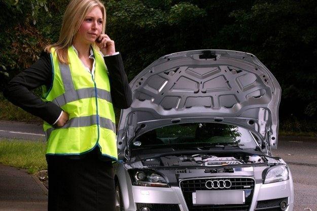 Kamizelkę - chociaż nie jest obowiązkowa - warto wozić w samochodzie /