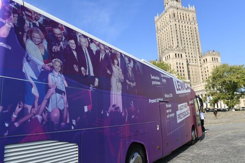 Kampanijny autobus lewicy /Jacek Dominski/ /Reporter