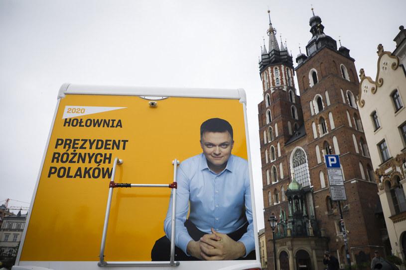 Kamper Szymona Hołowni na Rynku Głównym w Krakowie /Beata Zawrzel /Reporter