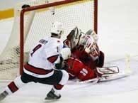 Kanada - Czechy 3:3. Hasek w bramce, a krążek? Sędziowie uznali gola, a jego autorem był Lemieux