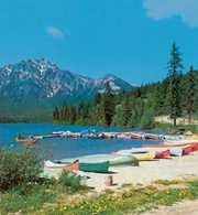 Kanada, jezioro Pyramid /Encyklopedia Internautica