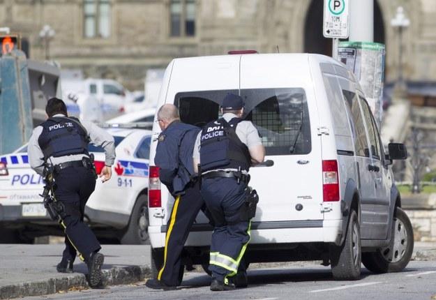 Kanada: Strzelanina w budynku parlamentu, obława na napastników