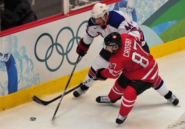 Kanadyjczycy przegrali z USA 3-5 /AFP