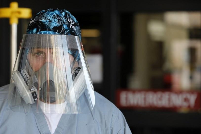 Kanadyjska pielęgniarka. Coraz więcej wskazuje na to, że COVID-19 jest chorobą sezonową /AFP