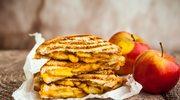 Kanapka z serem żółtym i karmelizowanymi jabłkami