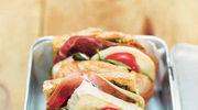 Kanapka z szynką parmeńską, pomidorem, mozzarellą i pesto