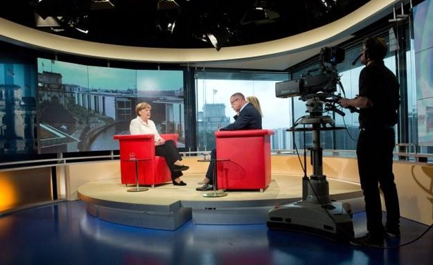 Kanclerz Angela Merkel w studiu telewizji ARD /PAP/EPA/JOERG CARSTENSEN /PAP/EPA