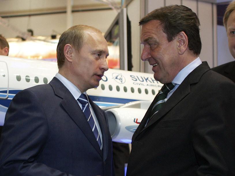 Kanclerz Gerhard Schroeder zaprzyjaźnił się z Putinem  /Getty Images/Flash Press Media