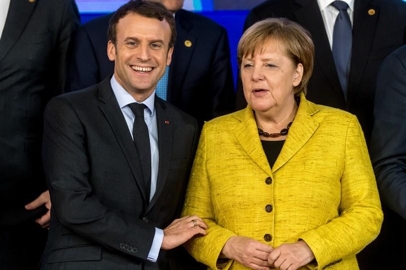 Kanclerz Niemiec Angela Merkel jest jedną z pierwszych kobiet w świecie polityki, która na oficjalnych spotkaniach pokazuje się w żywych kolorach /East News