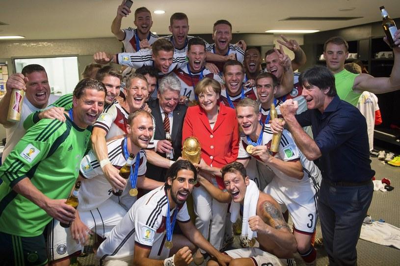 Kanclerz Niemiec Angela Merkel odwiedziła w szatni nowych mistrzów świata /PAP/EPA