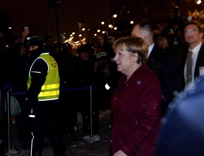 Kanclerz Niemiec Angela Merkel w drodze do hotelu Bristol /Jacek Turczyk /PAP