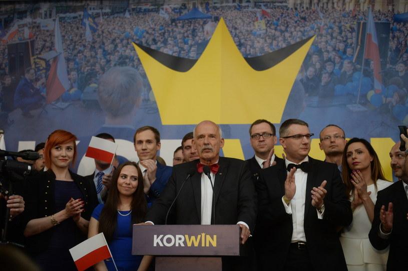 Kandydat na prezydenta RP ugrupowania KORWiN - Janusz Korwin-Mikke w swoim sztabie /Bartłomiej Zborowski /PAP